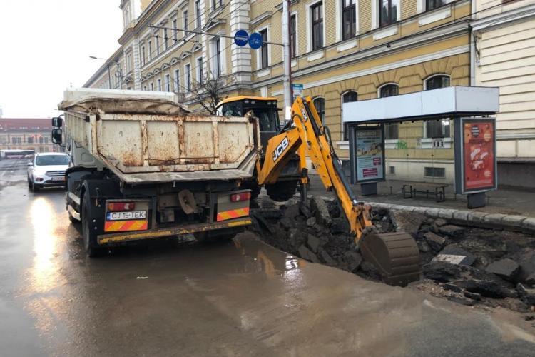 Avaria la conducta de apă din Piața Avram Iancu a afectat și transportul în comun