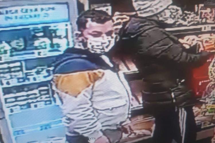 Pervers în Gheorgheni, zona Profi Titulescu: Se freca la p… în magazin. A fugit după soția pe stradă - FOTO cu individul
