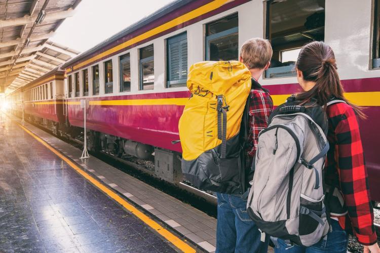 """Ce cred studenții despre cele 12 călătorii gratuite cu trenul? """"E o mare prostie"""""""