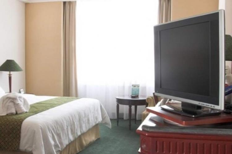 O altă zi în Vaslui: Un vasluian a dus televizorul din camera de hotel la amanet