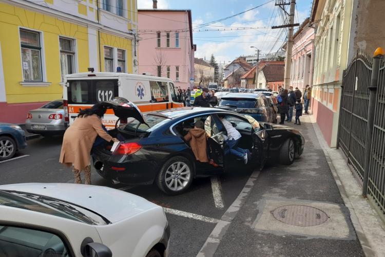 Cum se parchează la liceele din Cluj-Napoca. E haos peste tot