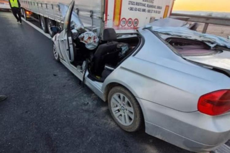 Accident mortal pe autostradă! A intrat direct sub un TIR - FOTO
