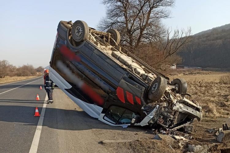 Autoutilitară răsturnată între Căpușu Mare și Gilău - FOTO