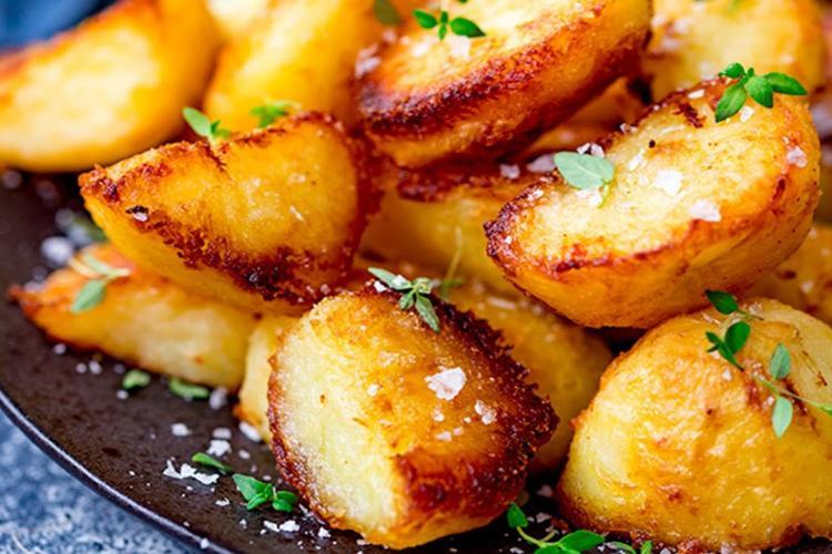 Rețetă de cartofi cu bere la cuptor! Are un gust excepțional