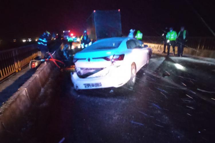 Accident pe DN1, la Avrig. Impact violent cu autocamion - FOTO un