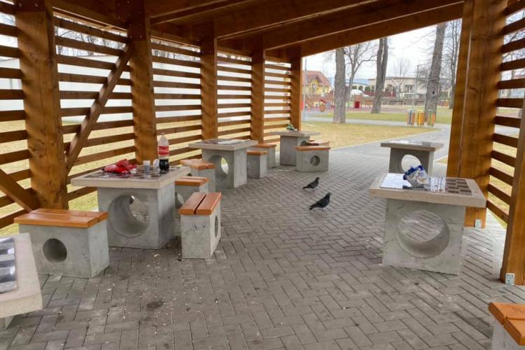 Mizerie în Parcul Poligonului din Florești: Tinerii vin și ascultă manele. Doamne ferește să păstrăm ce avem - FOTO