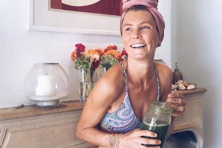 Experiment inedit. Cum a ajuns să arate o femeie, după ce nu a mai băut apă timp de un an
