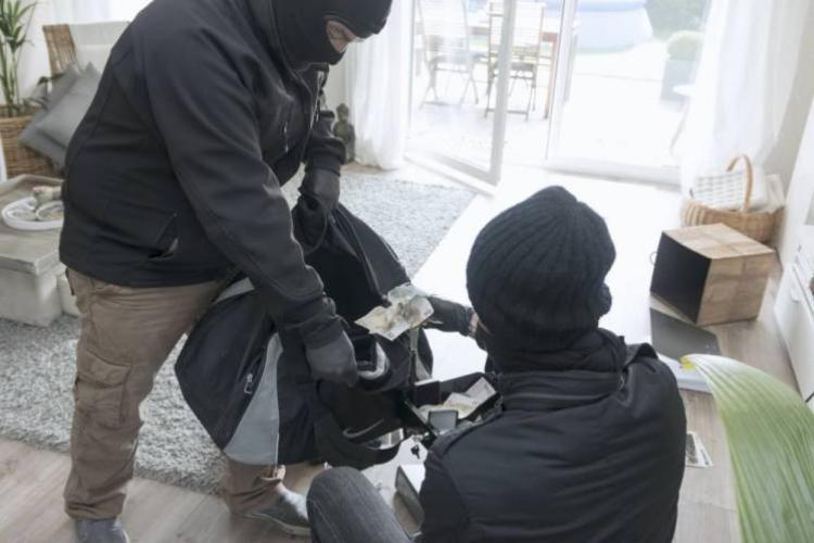 Spărgători din Băișoara prinși de poliție, după o percheziție