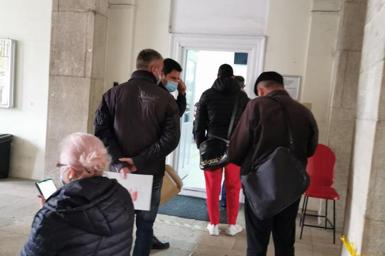 Se poate! După șase luni, Primăria Cluj-Napoca a reparat aparatul de bilete de ordine de la Taxe și Impozite