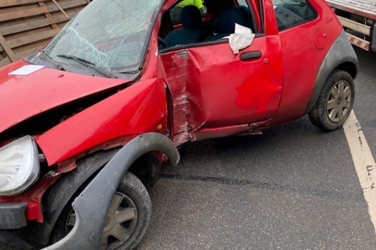 Accident pe drumul de la Sfântul Ion, înainte de Roata. A derapat și a intrat în gard - FOTO
