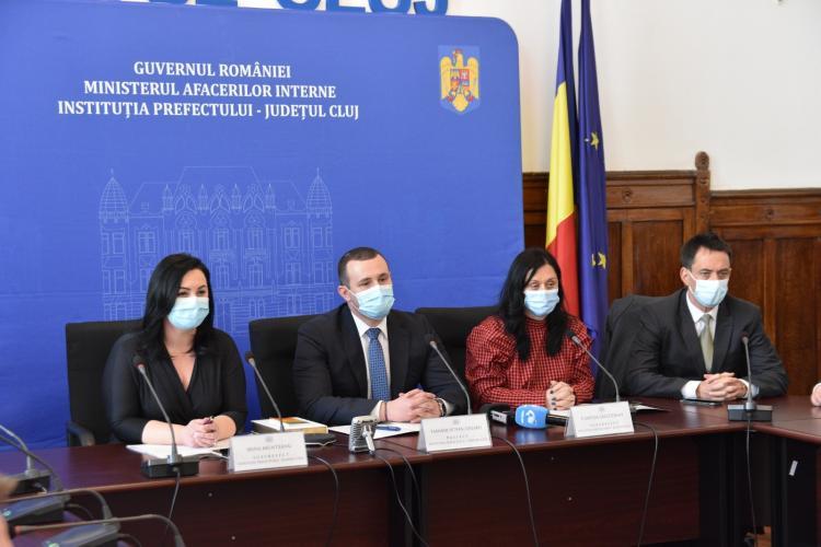 Noul prefect al Clujului, Tasnadi Szilard, flancat de politicieni UDMR la depunerea jurământului - FOTO