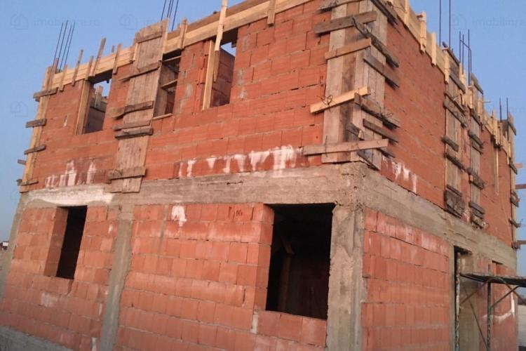 250 de case construite ilegal pe Valea Fânațelor și încă se construiesc. Boc: Nu am cum să îi ajut. Nu ai autorizație, duci o viață de mizerie