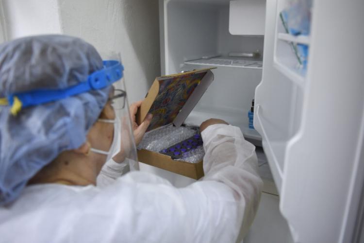 A început vaccinarea cadrelor didactice la Cluj. Unde se vor putea vaccina profesorii
