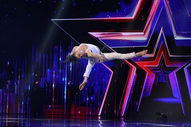 """Românii au talent 2021 - Clujeanul David Micu a """"furat"""" scena cu un dans contemporan impresionant - VIDEO"""