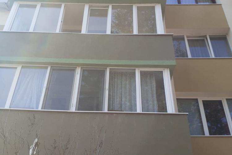 O femeie a CĂZUT de la etajul unui bloc din Cluj-Napoca. Aceasta este în stare CRITICĂ la spital - FOTO