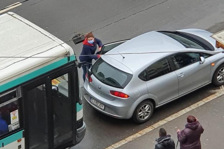Golăneală la Cluj! A parcat numai 5 minute, dar fix în stația de autobuz din Mărăști - FOTO