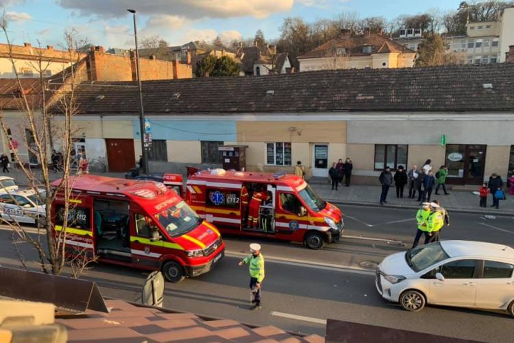 Accident la Spitalul de Copii Cluj, pe Moților! A dat cu spatele și a lovit o femeie care stătea pe trotuar
