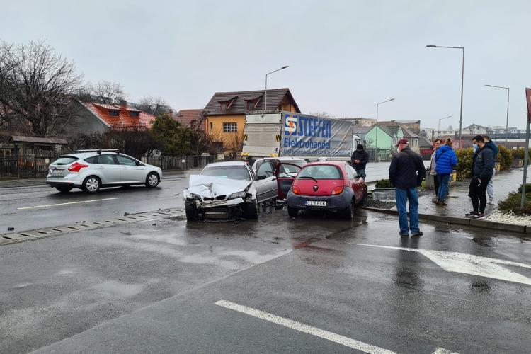 Accident pe Calea Baciului. Traficul este blocat - FOTO