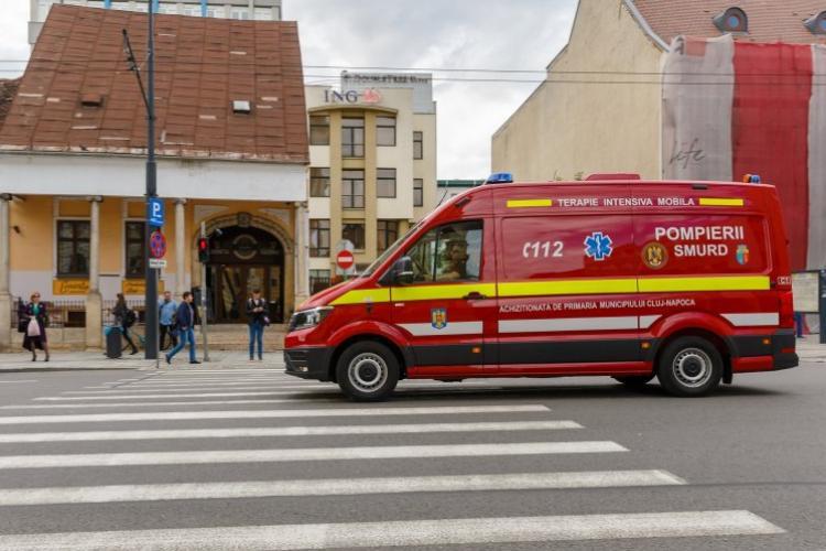 Un clujean fost transportat la Urgențe după ce a rămas cu picioarele PRINSE într-un utilaj