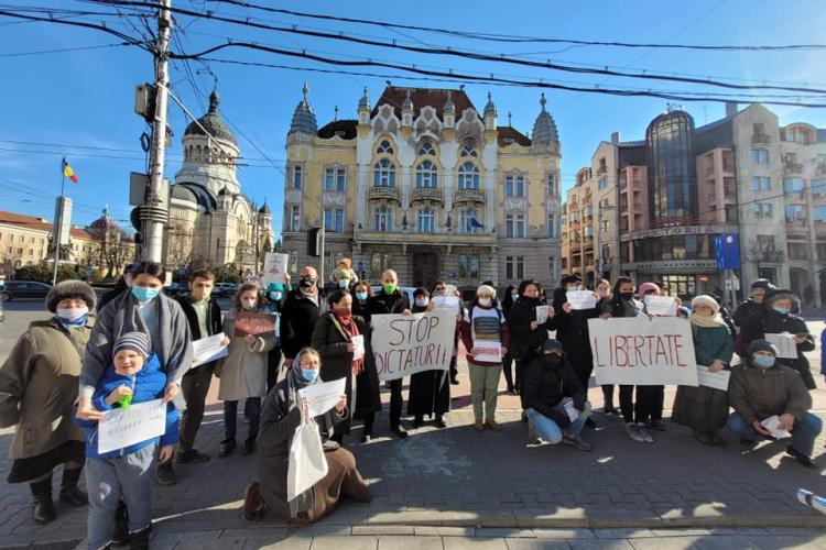 AUR a protestat la Cluj față de vaccinarea obligatorie - FOTO