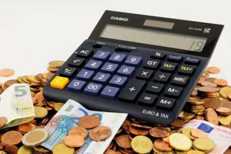 Românii care au beneficiat de amânarea ratelor trebuie să dea acum banii înapoi