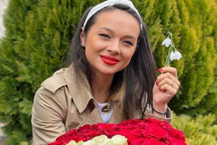 """Ce cadou a primit Vlăduța Lupău din partea fanilor? Vedeta s-a emoționat pâna la LACRIMI: """"Vă mulțumesc!"""""""