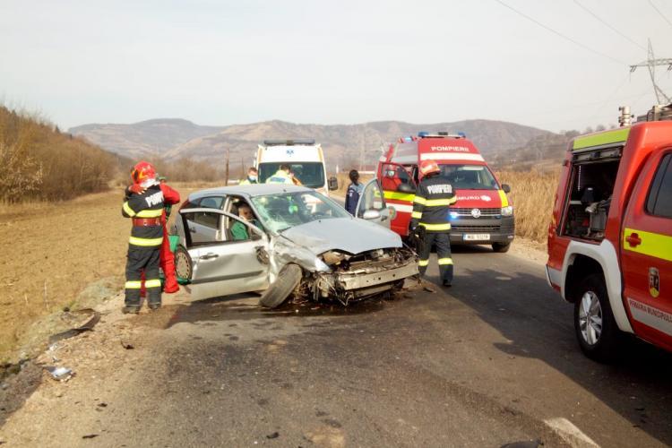 ACCIDENT rutier lângă Fizeșu Gherlii. Două persoane au fost transportate la spital