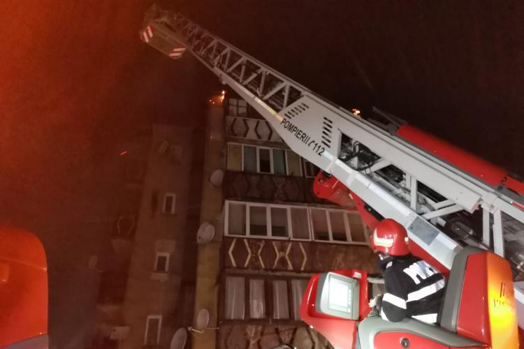 Bloc de locuințe în flăcări. Oamenii au fost evacuați - VIDEO