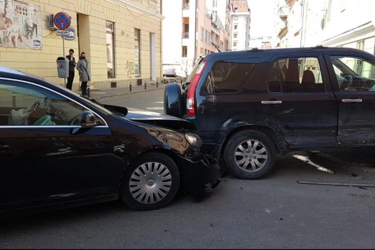 Accident pe strada Baba Novac! S-au lovit pe o stradă unde nu poți întoarce căruciorul - FOTO
