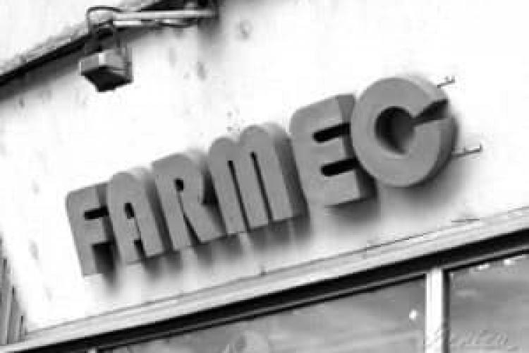 Imagini rare din fabrica Farmec. Iluminatul se făcea din exterior, pentru că era criză energetică - FOTO