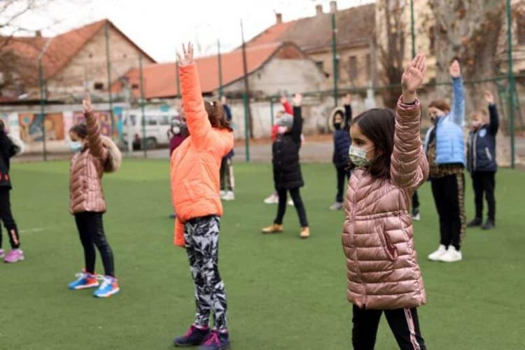 Ministerul Sănătății respinge solicitarea lui Cîmpeanu. Elevii trebuie să poarte mască la orele de sport