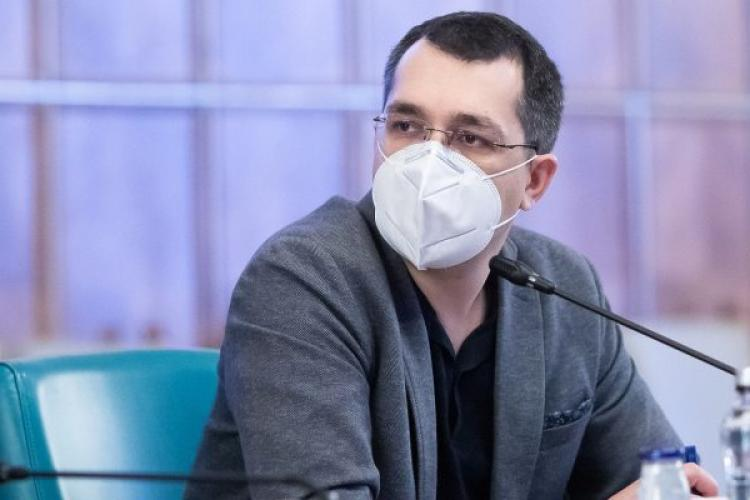 Vlad Voiculescu dă vina pe un funcționar public pentru neplata medicilor din centrele de vaccinare