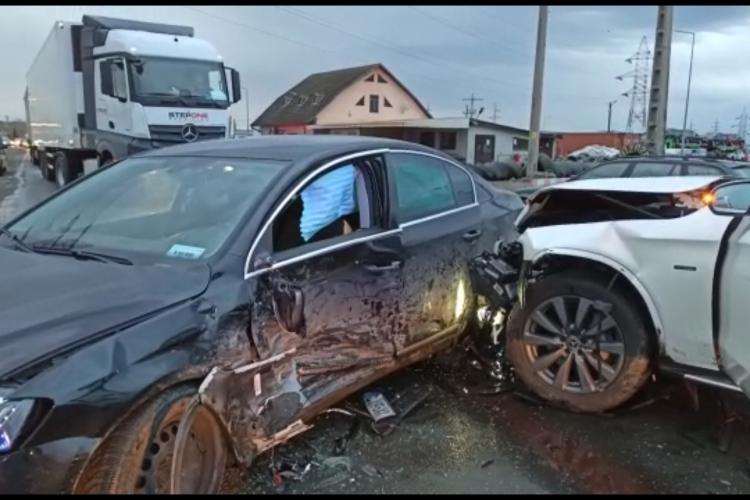 Accident cu 6 răniți la Turda. Un șofer din Chinteni a lovit o șoferiță din Cluj-Napoca - VIDEO