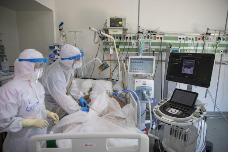 Nu e de glumă! Secția ATI de la Spitalul de Pneimoftiziologie Cluj e plină: Vin oameni tineri. Mulți se tratează acasă