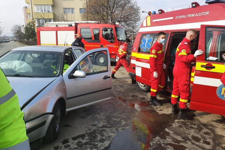 Un clujean a ajuns la spital după ce un șofer în vârstă nu i-a acordat prioritate în trafic - VIDEO