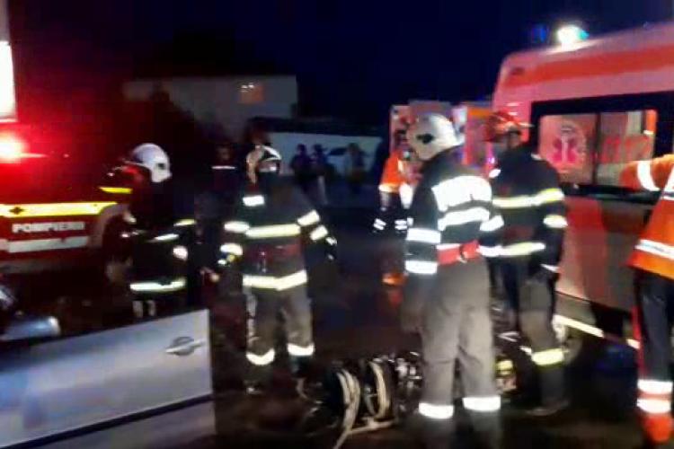 Accident pe strada Clujului, din Gherla! O femeie a rămas încarcerată - VIDEO