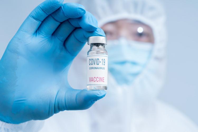 China va permite accesul în țară doar străinilor vaccinați împotriva COVID-19 cu un vaccin chinezesc