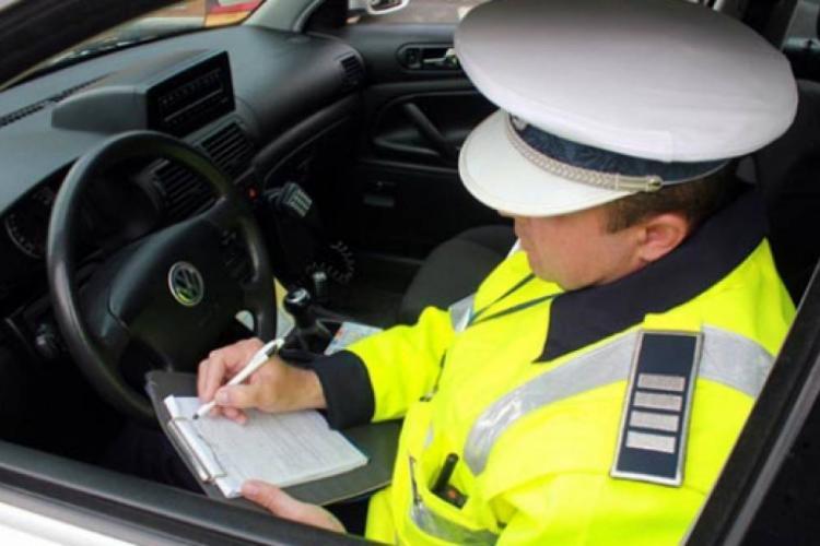 Un șofer fără carnet, dar cu TUPEU, a pornit la drum spre Oradea