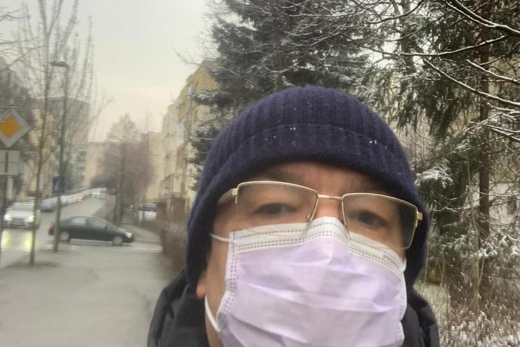 Boc, primarul normalității! Selfie pe stradă, spre lucru. Nimeni nu l-a recunoscut - FOTO
