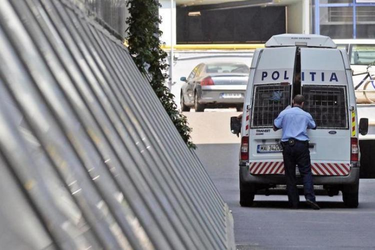 Un bărbat și-a ucis iubita de 1 Martie și a petrecut o săptămână cu cadavrul în casă