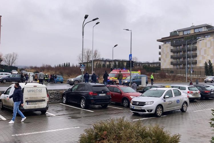 Două fete lovite în Bună Ziua, lângă Lidl - FOTO / Update: Fetele lovite treceau pe verde