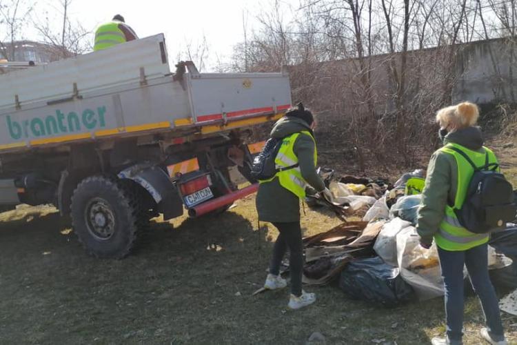 Se face curățenie în Parcul Feroviarilor! Urmează ca zona să fie refăcută - FOTO