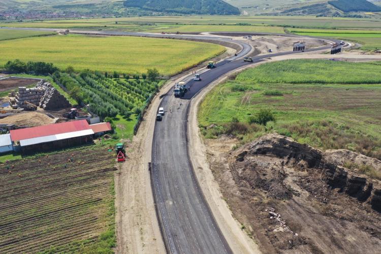 Rezilierea contractului pentru tronsonul Chețani - Câmpia Turzii de pe Autostrada Transilvania, suspendată de Tribunal