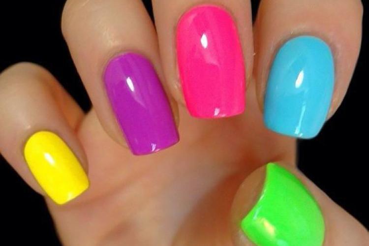 Ce spune despre tine culoarea unghiilor. Alegerea ojei oferă detalii esențiale despre personalitatea pe care o ai