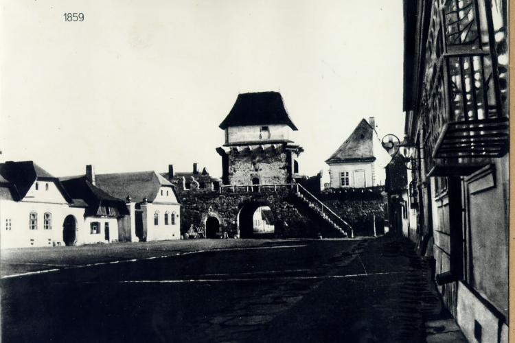 Poarta Maghiarilor din Cluj, fortificație care se afla în fața actualei Prefecturi din Cluj-Napoca - FOTO