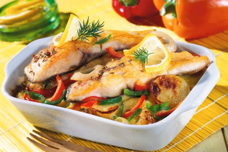 Rețetă de post. Pește cu legume la cuptor. Rețeta delicioasă, explicată pas cu pas