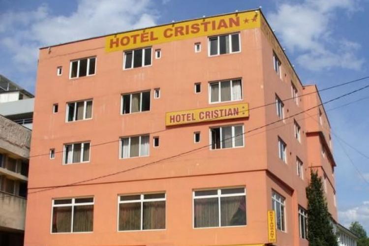 Pocol vinde iarăși Hotelul Cristian, din Piața Mihai Viteazu. Cât costă!