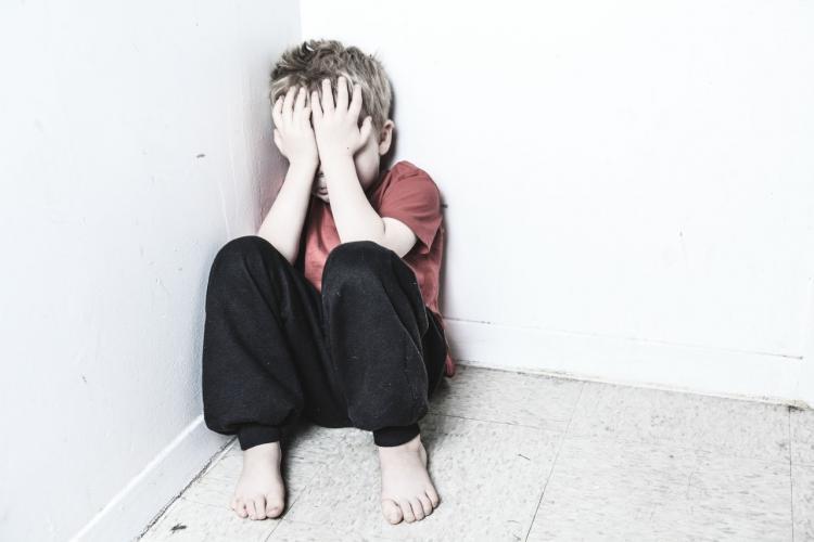 Pandemia a crescut rata de suicid în rândul copiilor. Adolescenții consumă substanțe din cauza tristeții
