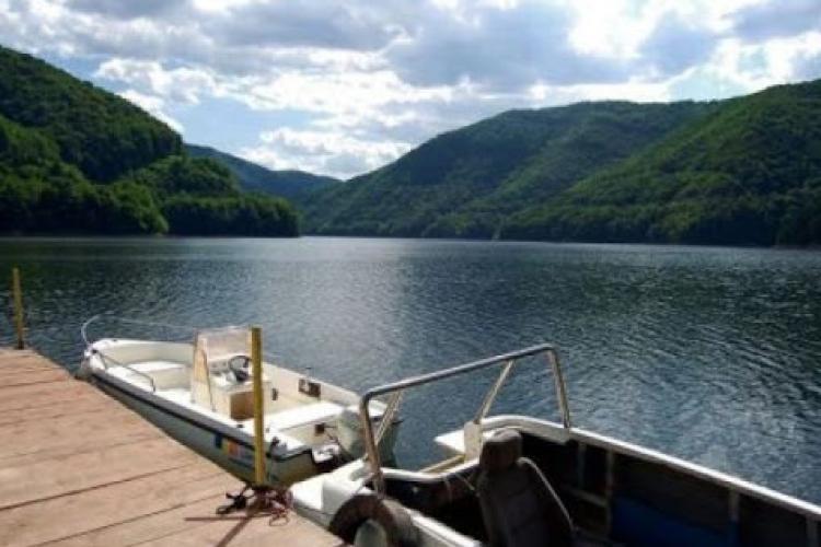 E OFICIAL! S-a VOTAT regulamentul de navigație pe lacurile Tarnița și Fântânele. Ce amenzi riscă milionarii