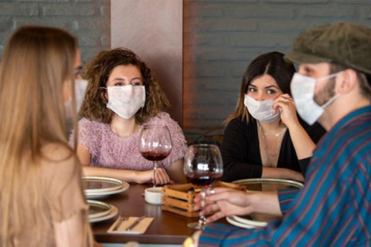 """Întrebare pentru """"profu' de sănătate publică"""": Dacă sunt vaccinat, pot sta fără mască cu alți oameni vaccinați - VIDEO"""